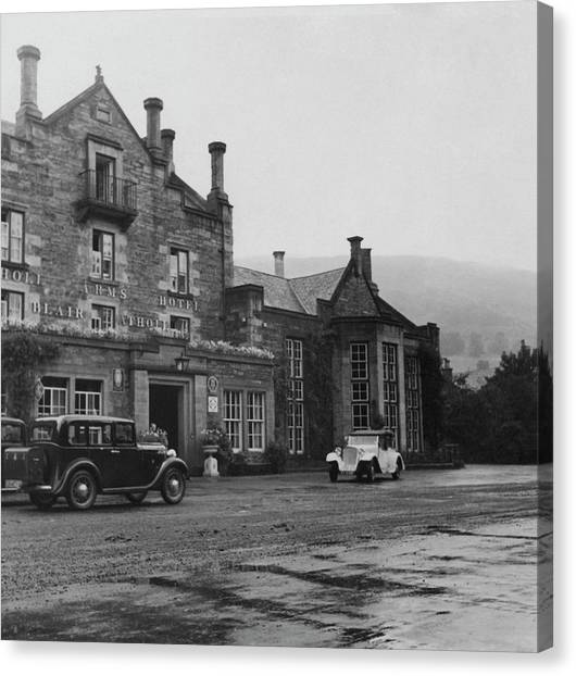 Vintage Cars In Front Of Hotel Canvas Print
