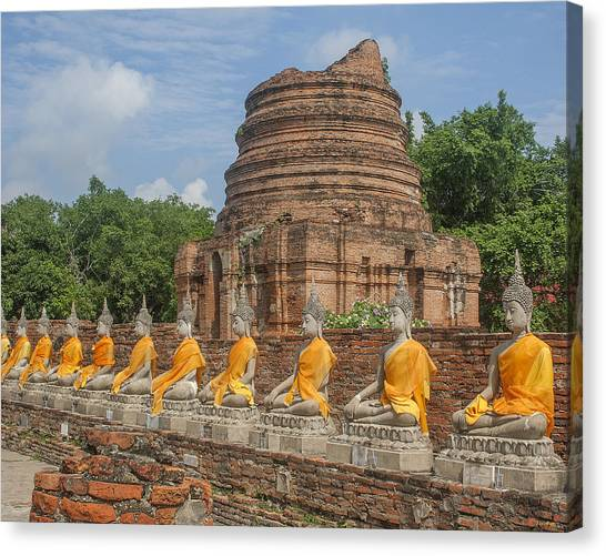 Wat Phra Chao Phya-thai Buddha Images And Ruined Chedi Dtha005 Canvas Print