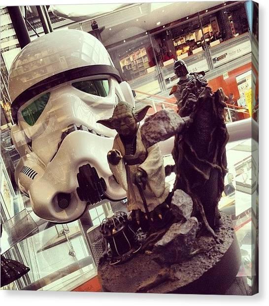 Yoda Canvas Print - #yoda #starwars #guerradelasgalaxias by Mauro Sotelo