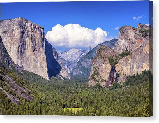 Yosemite Valley Beauty Canvas Print