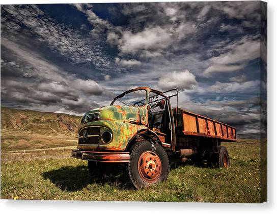 Rusty Truck Canvas Print - Z 466 by ?orsteinn H. Ingibergsson