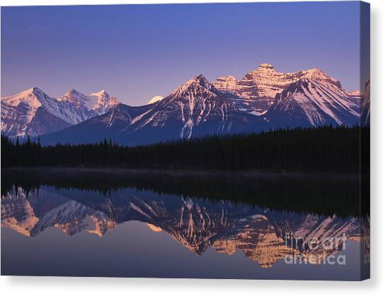 Herbert Lake Sunrise Canvas Print by Ginevre Smith