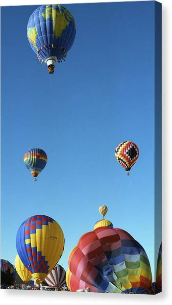 Up Up And Away Canvas Print by Les Walker