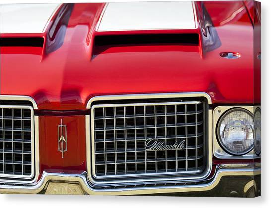 1972 Canvas Print - 1972 Oldsmobile Grille by Jill Reger