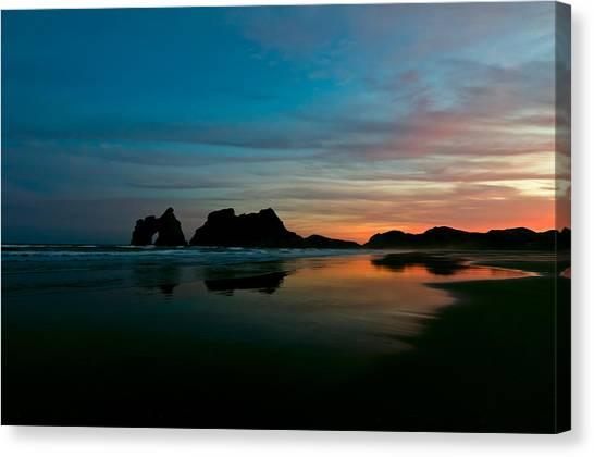 Golden Morning At A Beach  Canvas Print