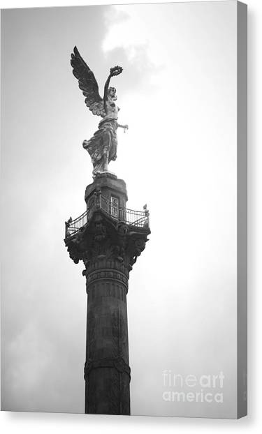 Angel Of Independence Bw Canvas Print by L E Jimenez