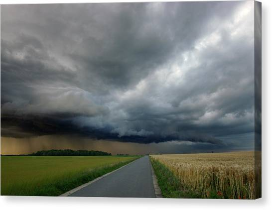 Hailstorms Canvas Print - Approaching Storm by Erik Tanghe