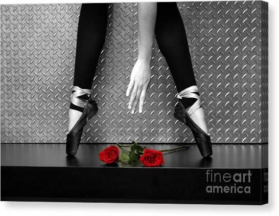 Bailarina En Rosas Canvas Print