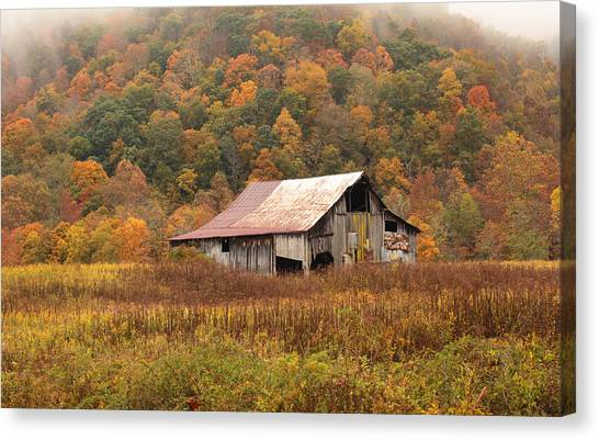 Barn On Locust Road Canvas Print