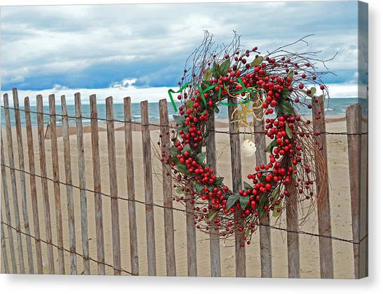 Beach Berry Wreath Canvas Print by Maria Dryfhout