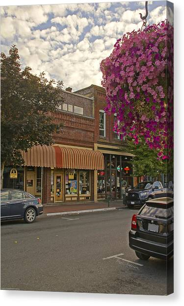 Blind Georges And Laughing Clam On G Street In Grants Pass Canvas Print