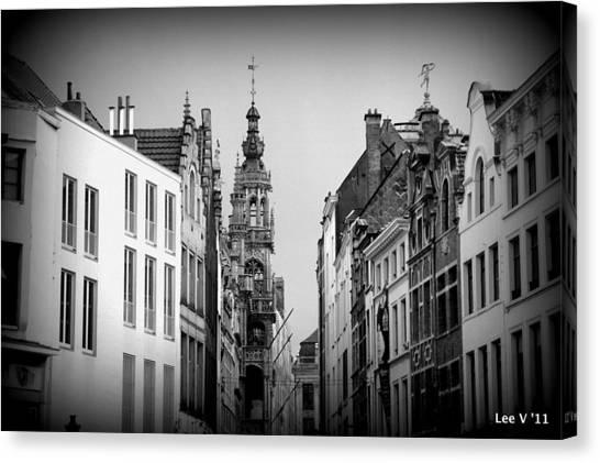Brussels In Black And White Canvas Print by Lee Versluis