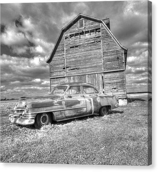Bw - Rusty Old Cadillac Canvas Print