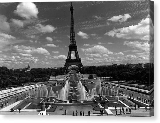Bw France Paris Fontain Chaillot Tour Eiffel 1970s Canvas Print by Issame Saidi