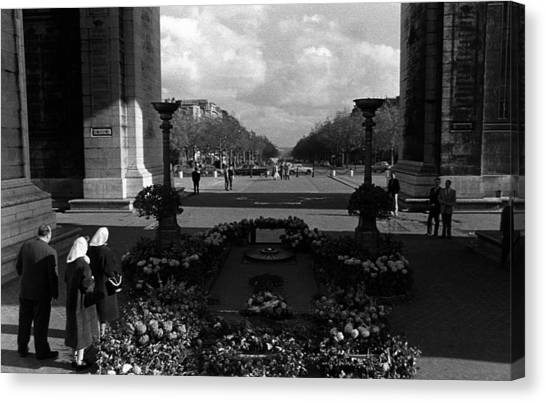 Bw France Paris Triumphal Arch Unknown Soldier 1970s Canvas Print by Issame Saidi