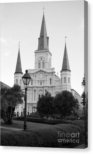 Cathedral And Lampost On Jackson Square In The French Quarter New Orleans Black And White Canvas Print
