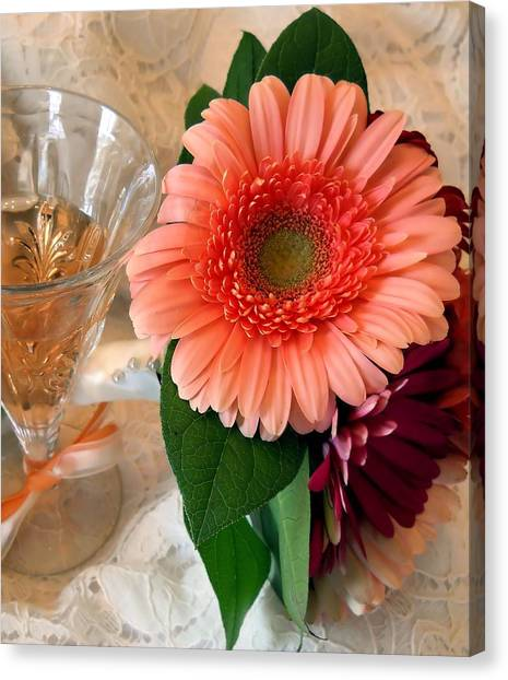 Champagne And Daisies Canvas Print