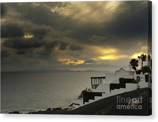 Cloudy Sunset Canvas Print by Roberto Bettacchi