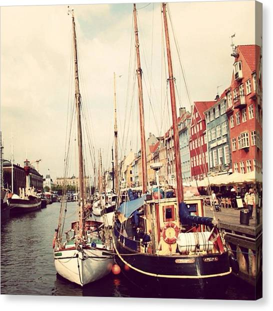 Beaches Canvas Print - Copenaghen - Nyhavn by Luisa Azzolini