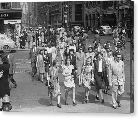Crowd On 42nd St And 5th Avenue, Nyc Circa 1940s Canvas Print by George Marks