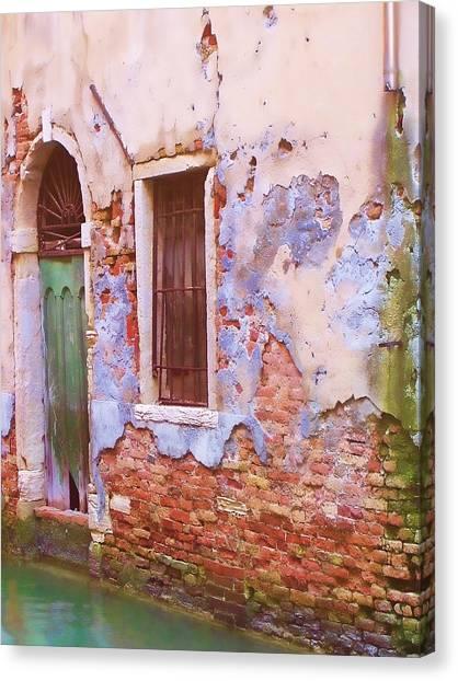 Crumbling Venetian Beauty Canvas Print