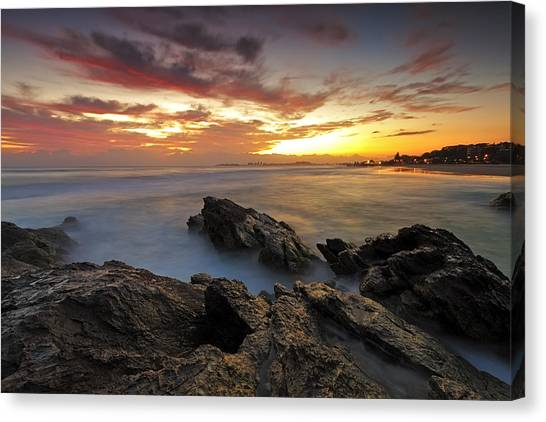 Dawn At The Rocks Canvas Print