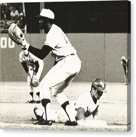 Dodger Maury Wills Diving Back To First Canvas Print