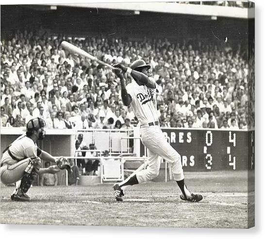 Dodger Willie Davis Batting At Dodger Stadium  Canvas Print