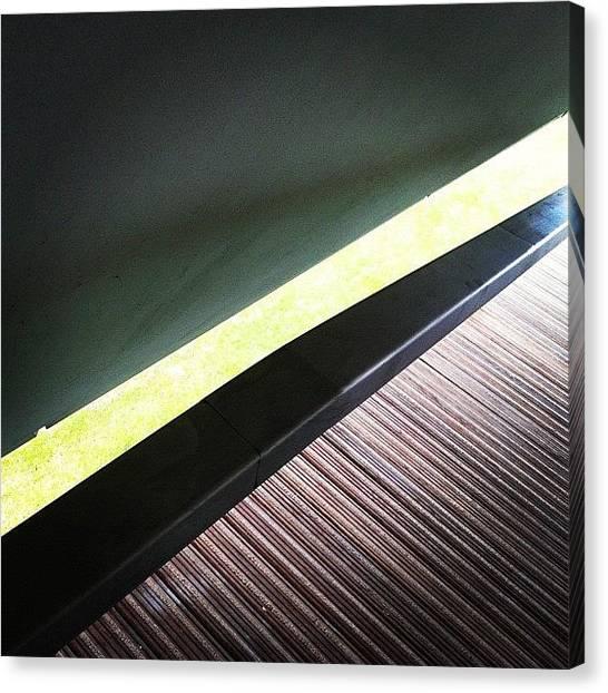 Triangles Canvas Print - Een Reet Licht Van Door De Zon by Bob Van Nunen