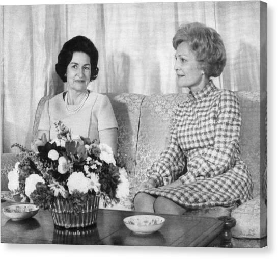 First Lady Lady Bird Johnson Meets Canvas Print by Everett