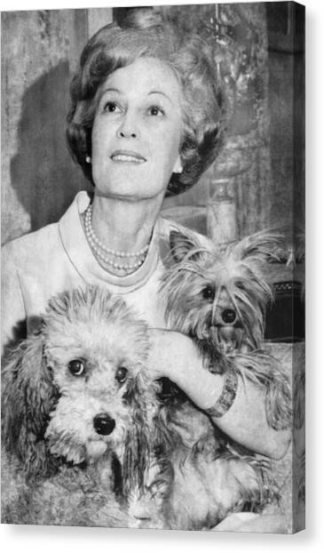 First Lady Patricia Nixon With Pet Canvas Print by Everett