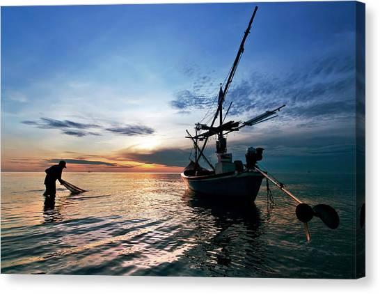 Fisherman Life Huahin Thailand Canvas Print by Arthit Somsakul