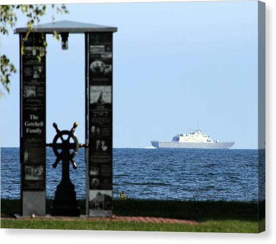 Fishermens Memorial And Uss Fort Worth Canvas Print