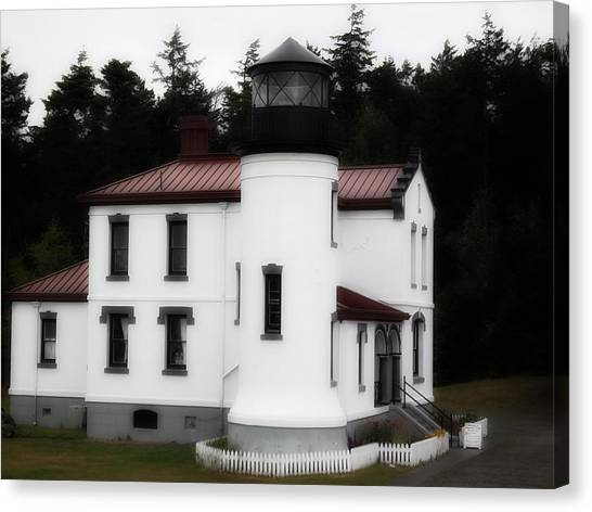 Fort Casey Lighthouse Canvas Print by Lee Yang