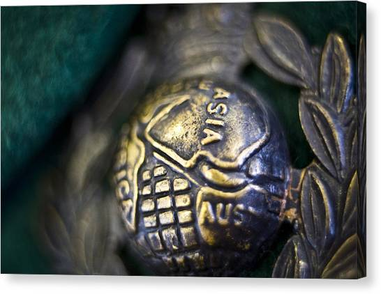 Green Berets Canvas Print - Globe And Laurel by Chris Cardwell