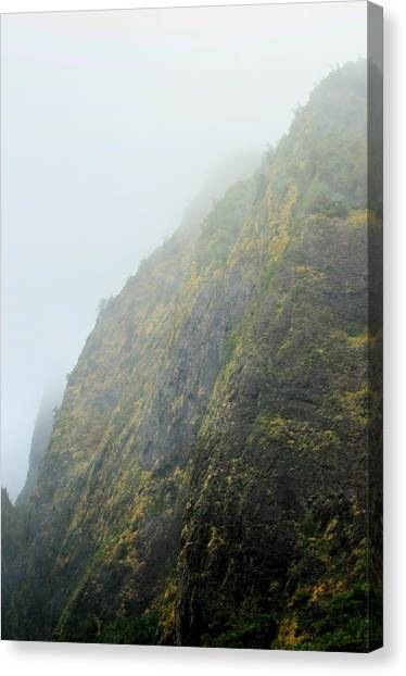 Iao Cliff Canvas Print