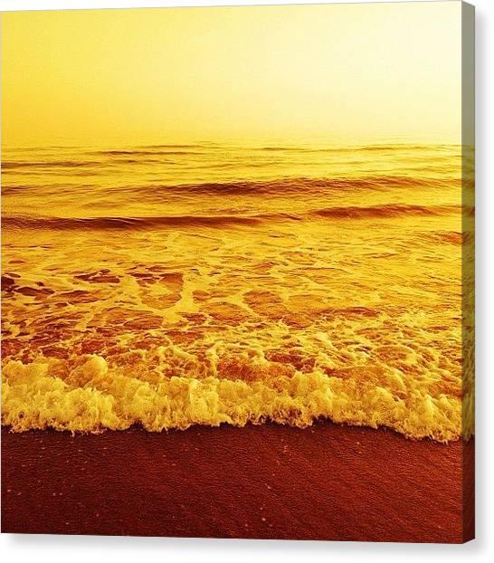 Sunset Horizon Canvas Print - #infinite #ocean Whitout #horizon by Mario Dazza