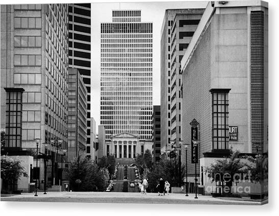 Looking Up Deaderick Street Towards War Memorial Plaza And The William Snodgrass Tennessee Tower Canvas Print by Joe Fox