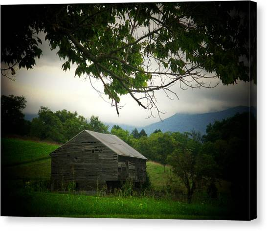 Luray Barn Canvas Print