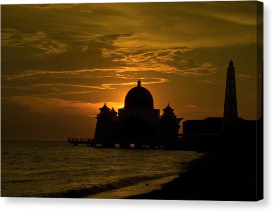 Malacca Straits Mosque Canvas Print by Ng Hock How