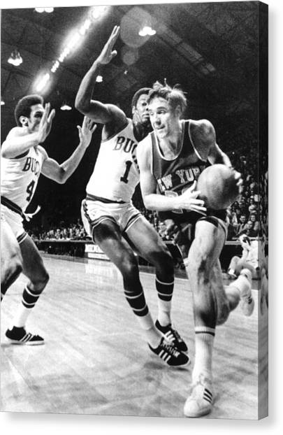 Milwaukee Bucks Canvas Print - Ny Knicks Dave Debusschere by Everett