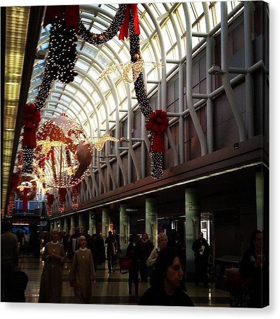 Wreath Canvas Print - O'hare At Christmas by Julie M