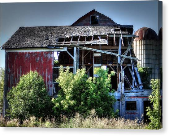 Old Country Barn Canvas Print by Michael Wilcox