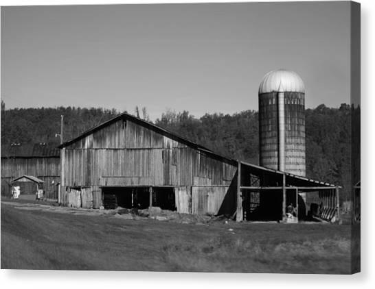 Old Farm Barn In Kentucky Canvas Print