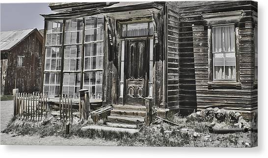 Old Old House Canvas Print by Richard Balison