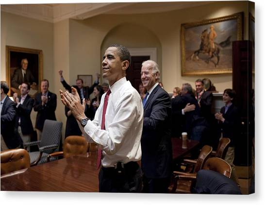 Bswh052011 Canvas Print - President Obama And Vp Biden Applaud by Everett
