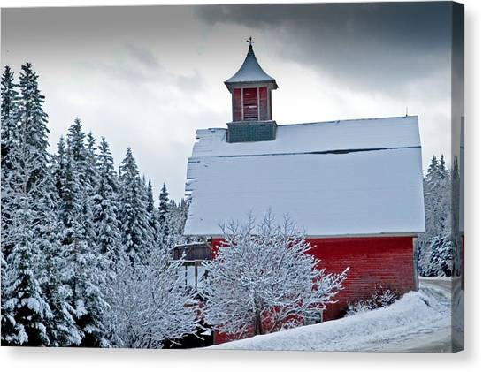 Red Barn Veemont Canvas Print