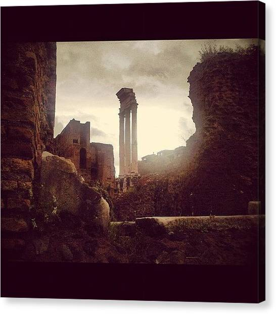 Rome Canvas Print - Ruines Romaines by Chloé Tbf