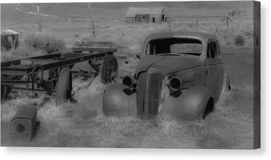 Rusted Car Canvas Print by Richard Balison