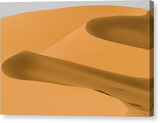 Saudi Sand Dune Canvas Print by Universal Stopping Point Photography